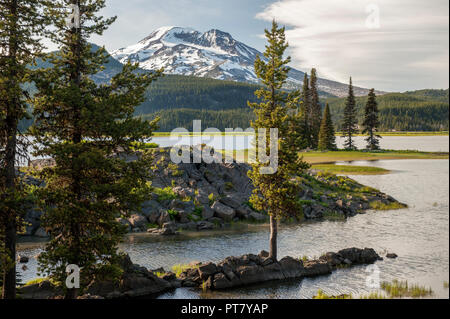 Sparks Lake, Oregon, the South Sister, and lava - Stock Image