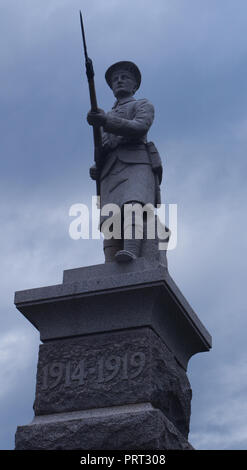 Close up view of a First World War memorial infantryman holding his rifle with a fixed bayonet on top of a war memorial plinth, Lochinver, Scotland - Stock Image