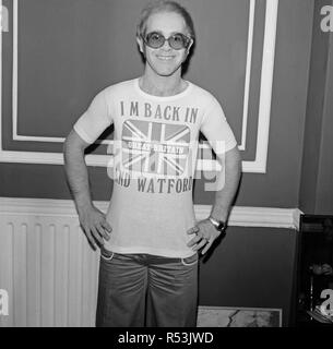 Elton John returns from America to announce that he is back in Britain for good.  Elton said 'I'm staying in Britain.  There is nowhere like Britain and I will pay through the nose to live here'  He went onto say 'You can't be a slave to money. I have all the things money can buy.  You don't need much more in life than happiness, and for me that includes living in England.  I love america, but there is no way to describe the feeling you get when the plane touches down again in England.  Elton has just returned from a $7m tour, and will pay full British taxes.  He had been advised that he could - Stock Image