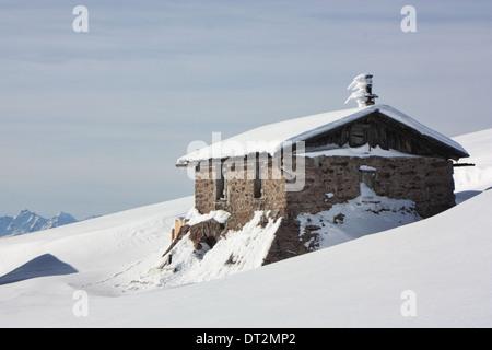 Mountain cabin in winter, Dolomite Alps - Stock Image