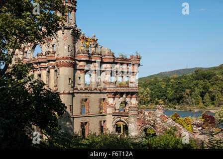 Bannerman Castle is a ruin of a storage facility for munitions built on Pollepel Island in the Hudson River, New - Stock Image