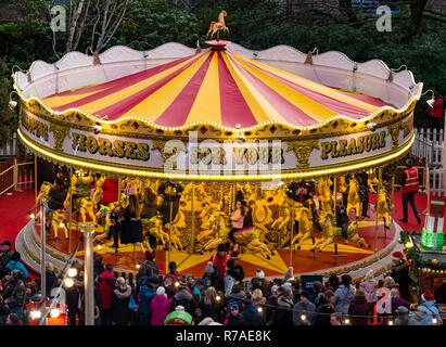 Edinburgh, Scotland, United Kingdom, 8th November 2018. Christmas celebrations: A busy Saturday in the capital city centre at Edinburgh's Christmas celebration venues. Princes Street Gardens is packed with people. Children on the old fashioned Venetian carousel merry go round - Stock Image