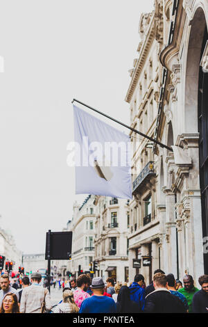 LONDON, UNITED KINGDOM - August 16th, 2018: facade of the Apple Store in London city centre - Stock Image