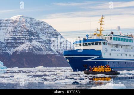 Greenland, Scoresby Sund, Gasefjord. Zodiac cruisers and a cruise ship in brash ice. - Stock Image