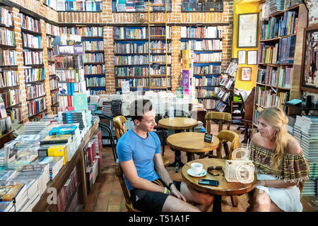 Cartagena Colombia Old Walled City Center centre Centro Abaco Libros y Cafe Abacus bookstore cafe interior bookshelf bookshelves exposed brick table d - Stock Image