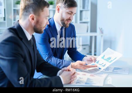 Explaining charts - Stock Image