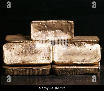 Gold ingots - Stock Image