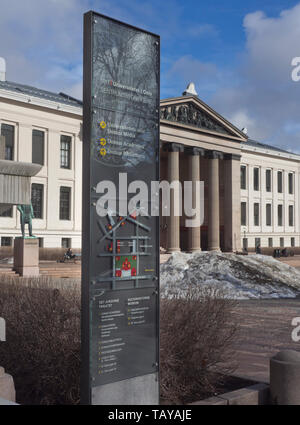 Oslo University, in Karl Johan street in the city centre, Universitetsplassen and the assembly hall, Aula, building - Stock Image