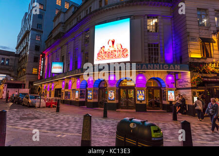 annie musical theatre, annie the musical theatre show, Annie the Musical at Piccadilly Theatre, Annie, Musical, - Stock Image