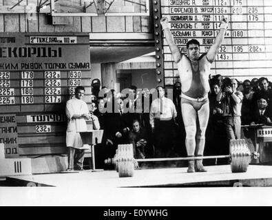 Aug 04, 1971; Moscow, Russia; The strongest man in the world, VASILY ALEXEEV breaking the world record with 640kg in three movements, during the Spartakiade in Moscow. - Stock Image