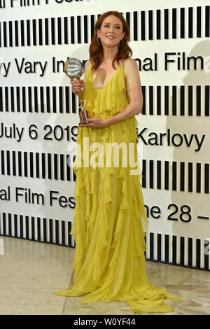 Karlovy Vary, Czech Republic. 28th June, 2019. US actress Julianne Moore received Crystal Globe award for contribution to world cinematography at the opening ceremony of the 54th Karlovy Vary International Film Festival in Karlovy Vary, Czech Republic, on Friday, June 28, 2019. Credit: Slavomir Kubes/CTK Photo/Alamy Live News - Stock Image