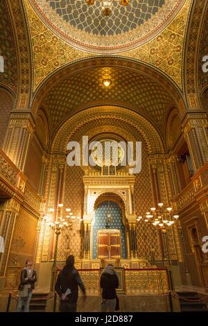 Czech Republic, Prague. Tourists inside Spanish Synagogue. Credit as: Wendy Kaveney / Jaynes Gallery / DanitaDelimont.com - Stock Image