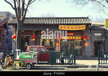 Shop in a historical chinese building - Stock Image