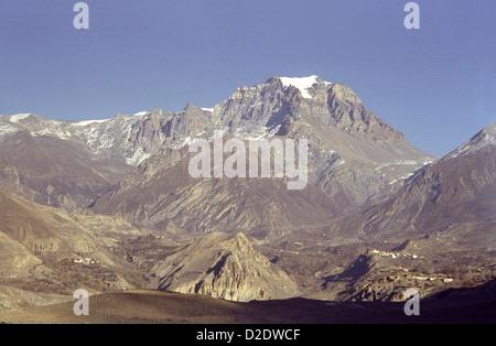 Spacious view of Thorung La pass with Jharkot village and Jhong Kola valley with Purkung Himal mountains Annapurna - Stock Image