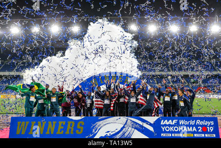 YOKOHAMA, JAPAN - MAY 12: the winners celebrate during Day 2 of the 2019 IAAF World Relay Championships at the Nissan Stadium on Sunday May 12, 2019 in Yokohama, Japan. (Photo by Roger Sedres for the IAAF) - Stock Image