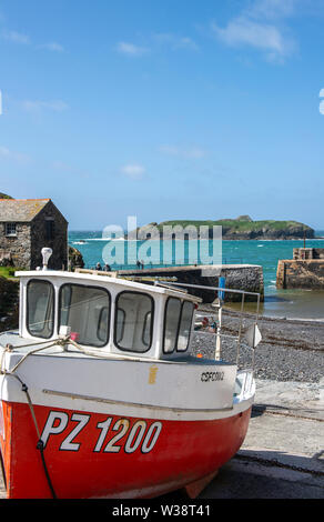 Fishing boat in the harbour at Mullion Cove, Cornwall, England, UK - Stock Image