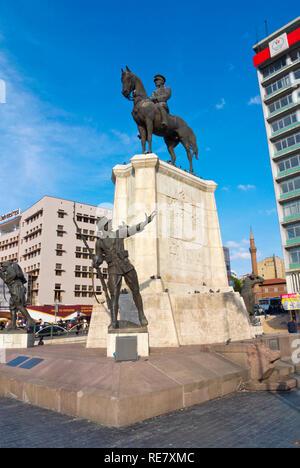 Ulus Ataturk Heykeli, Ataturk memorial statue, Ulus Meydani, Ulus Square, Ulus, Ankara, Turkey - Stock Image