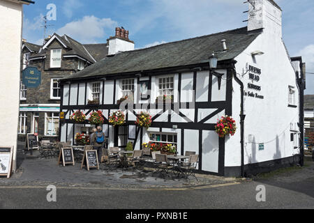 The Queens Head village pub at Hawkshead Cumbria England UK United Kingdom GB Great Britain - Stock Image