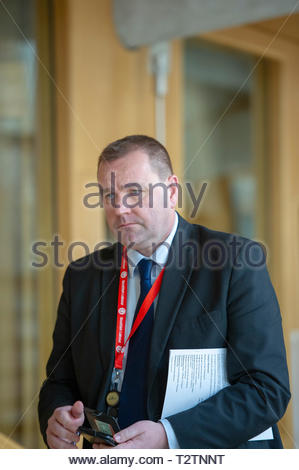 Edinburgh, UK. 4th April, 2019.  Scottish Labour's Parliamentary Business Manager and Shadow Cabinet Secretary for Brexit Neil Findlay arriving for First Ministers Questions in the Scottish Parliament. Credit: Roger Gaisford/Alamy Live News - Stock Image