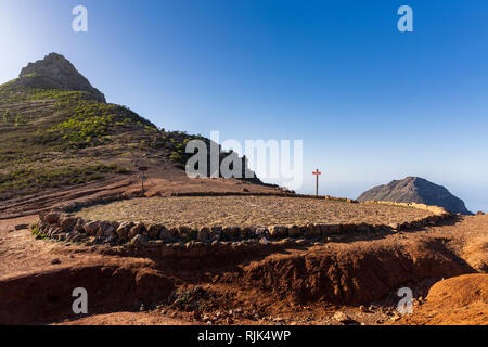 Circular Era, threshing floor at the foot of the pointed Roque Imoque in Ifonche, Arona, Tenerife, Canary Islands, Spain - Stock Image