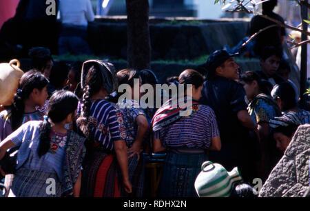Indigenous Tzutujil Maya women wait in line to collect their water ration in San Lucas Tolimán, Lake Atitlan, Guatemala - Stock Image