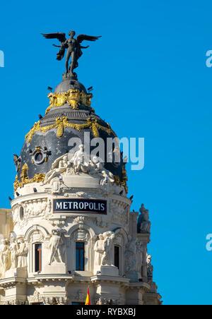 Madrid landmark Metropolis building on the corner of Calle de Alcala and Gran Via, Madrid, Spain. - Stock Image