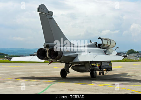 Exhaust nozzles of the twin-engine French Air Force Dassault Rafale B 4-FU SPA 81 fighter aircraft,  Payerne military airfield, Switzerland - Stock Image