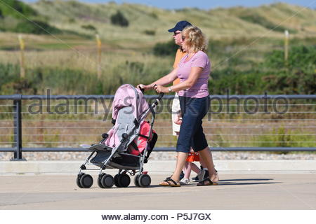 Littlehampton, UK. Wednesday 27th June 2018. People on the promenade on another very warm and sunny morning in Littlehampton, on the South Coast. Credit: Geoff Smith / Alamy Live News. - Stock Image