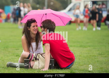 Portsmouth, UK. 29th August 2015. Victorious Festival - Saturday. The rain fails to dampen the mood as a couple - Stock Image