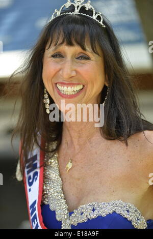 Merrick, New York, U.S. - May 26, 2014 - JANE RUBINSTEIN, 62, Ms. New York Senior America, wears blue gown and tiara in The Merrick Memorial Day Parade and Ceremony, hosted by American Legion Post 1282 of Merrick, honoring those who died in war while serving in the United States military. Rubinstein is from Merrick, Long Island. © Ann E Parry/Alamy Live News Credit:  Ann E Parry/Alamy Live News - Stock Image