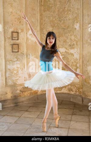 Cuba, Havana. Ballerina posing on toes. Credit as: Wendy Kaveney / Jaynes Gallery / DanitaDelimont.com - Stock Image