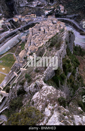 View down to Entreveux village from the castle above. - Stock Image