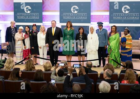 U.S First Lady Melania Trump and Secretary of State Mike Pompeo pose for a group photo with the 2019 International Women of Courage awardees at the State Department March 7, 2019 in Washington, DC. - Stock Image