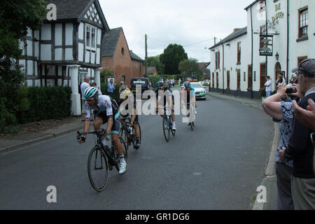 Cheshire, UK. 6th September, 2016. Breakaway group containing eventual winner Ian Stannard, passing through Church - Stock Image