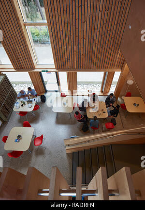Foyer with cafe -view from above. The Enterprise Centre UEA, Norwich, United Kingdom. Architect: Architype Limited, 2015. - Stock Image
