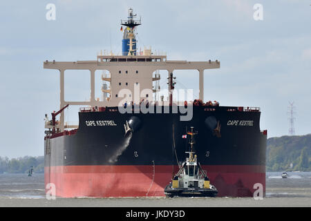 Capesize Bulk Carrier Cape Kestrel inbound for Hansaport, Hamburg - Stock Image
