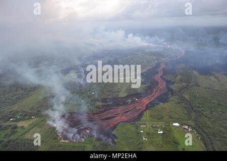 Channelized lava emerges from the elongated fissure 16-20 from the eruption of the Kilauea volcano May 19, 2018 in Pahoa, Hawaii. - Stock Image