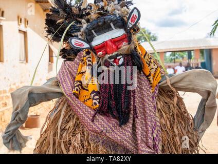 We Guere sacred mask dance during a ceremony, Guémon, Bangolo, Ivory Coast - Stock Image