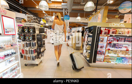 Woman air traveller shopping in the duty free shop, duty free shop, Bordeaux-Merignac airport, Bordeaux, France Europe - Stock Image