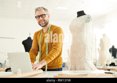 Fashion designer at work - Stock Image