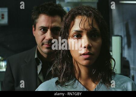 GOTHIKA, ROBERT DOWNEY JNR , HALLE BERRY, 2003 - Stock Image