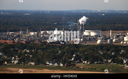 Oil refinery along river Pennsylvania - Stock Image