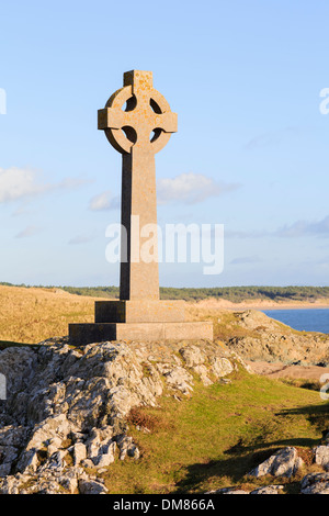 St Dwynwen's Celtic stone cross on Ynys Llanddwyn Island, Newborough, Isle of Anglesey, North Wales, UK, Britain - Stock Image