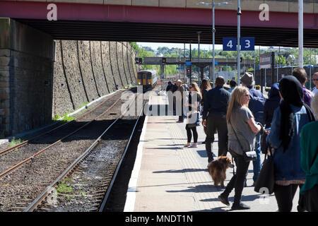 Passengers waiting for approaching Northern Rail train at Bradford Interchange station, Bradford, West Yorkshire - Stock Image