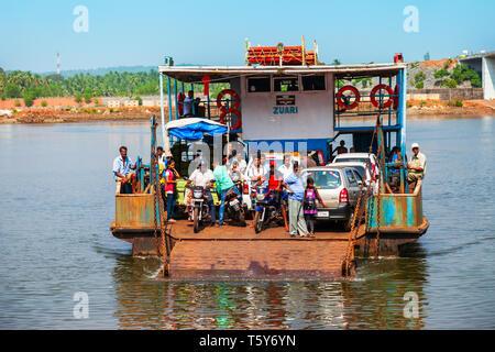 GOA, INDIA - NOVEMBER 06, 2011: Local ferry boat crossing Terekhol river from Maharashtra to Goa in India - Stock Image