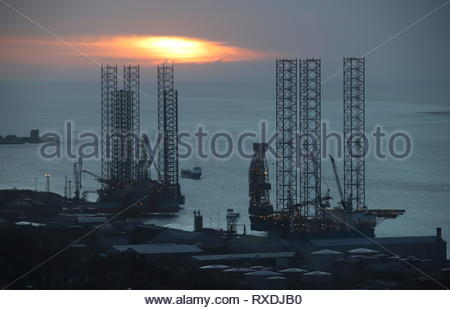 Dundee, Scotland, UK. 9th of March 2019. Sunrise over Port of Dundee, the start to another sunny day in Tayside. Credit: Stephen Finn/Alamy Live News - Stock Image