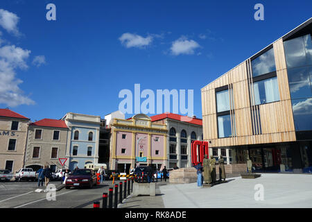 MacQ Hotel facade contrasting with historical wharfside buildings, Hobart, Tasmania, Australia. No MR or PR - Stock Image