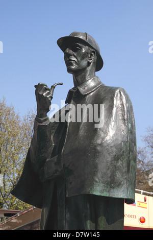 Sherlock Holmes Statue outside Baker Street tube station London - Stock Image