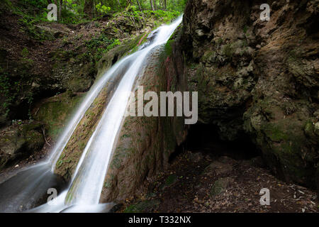 Waterfall in the woods in Pale (Umbria, Italy) - Stock Image