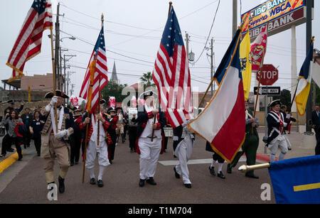Men in American Revolutionary War-era style costumes march in the Washington's Birthday Celebration parade through downtown Laredo, TX. - Stock Image